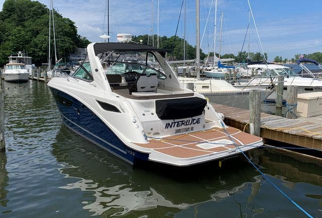 2015 Sea Ray boat for sale, model of the boat is 350 SUNDANCER & Image # 12 of 58