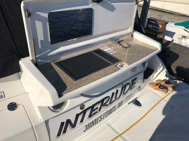 2015 Sea Ray boat for sale, model of the boat is 350 SUNDANCER & Image # 17 of 58