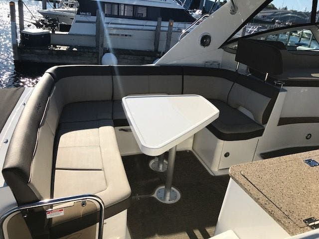 2015 Sea Ray boat for sale, model of the boat is 350 SUNDANCER & Image # 20 of 58