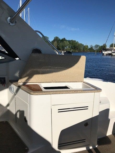 2015 Sea Ray boat for sale, model of the boat is 350 SUNDANCER & Image # 22 of 58