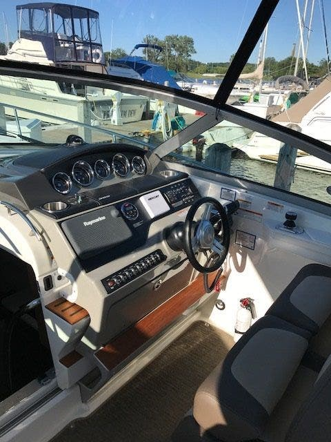 2015 Sea Ray boat for sale, model of the boat is 350 SUNDANCER & Image # 28 of 58