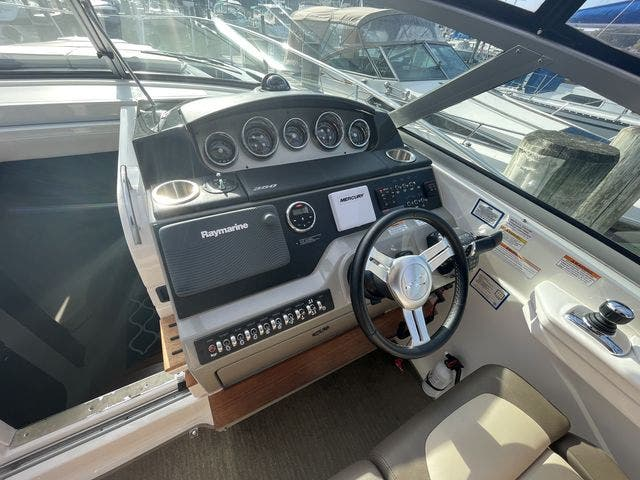 2015 Sea Ray boat for sale, model of the boat is 350 SUNDANCER & Image # 29 of 58