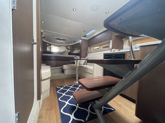 2015 Sea Ray boat for sale, model of the boat is 350 SUNDANCER & Image # 32 of 58