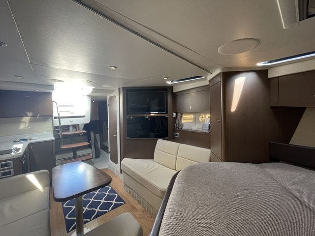 2015 Sea Ray boat for sale, model of the boat is 350 SUNDANCER & Image # 33 of 58