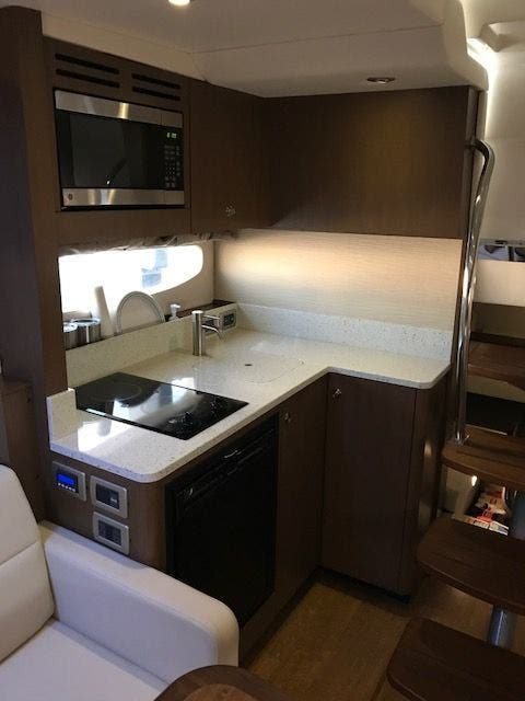 2015 Sea Ray boat for sale, model of the boat is 350 SUNDANCER & Image # 36 of 58