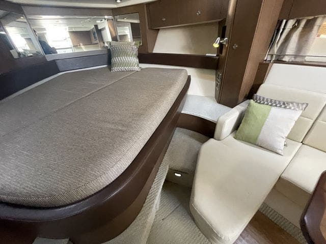 2015 Sea Ray boat for sale, model of the boat is 350 SUNDANCER & Image # 41 of 58