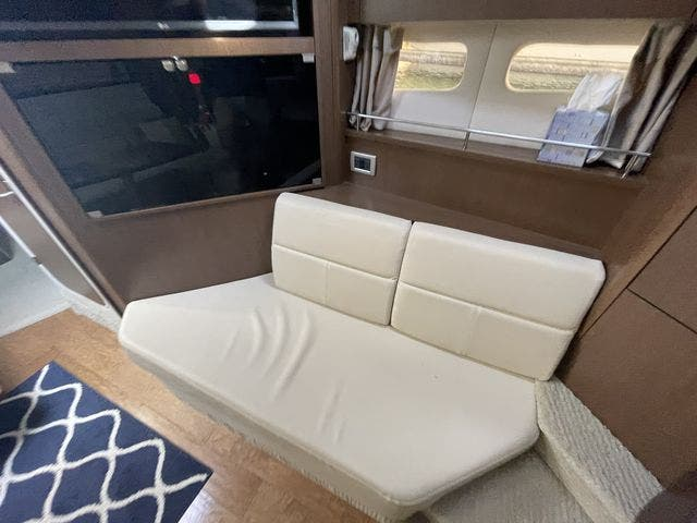 2015 Sea Ray boat for sale, model of the boat is 350 SUNDANCER & Image # 45 of 58