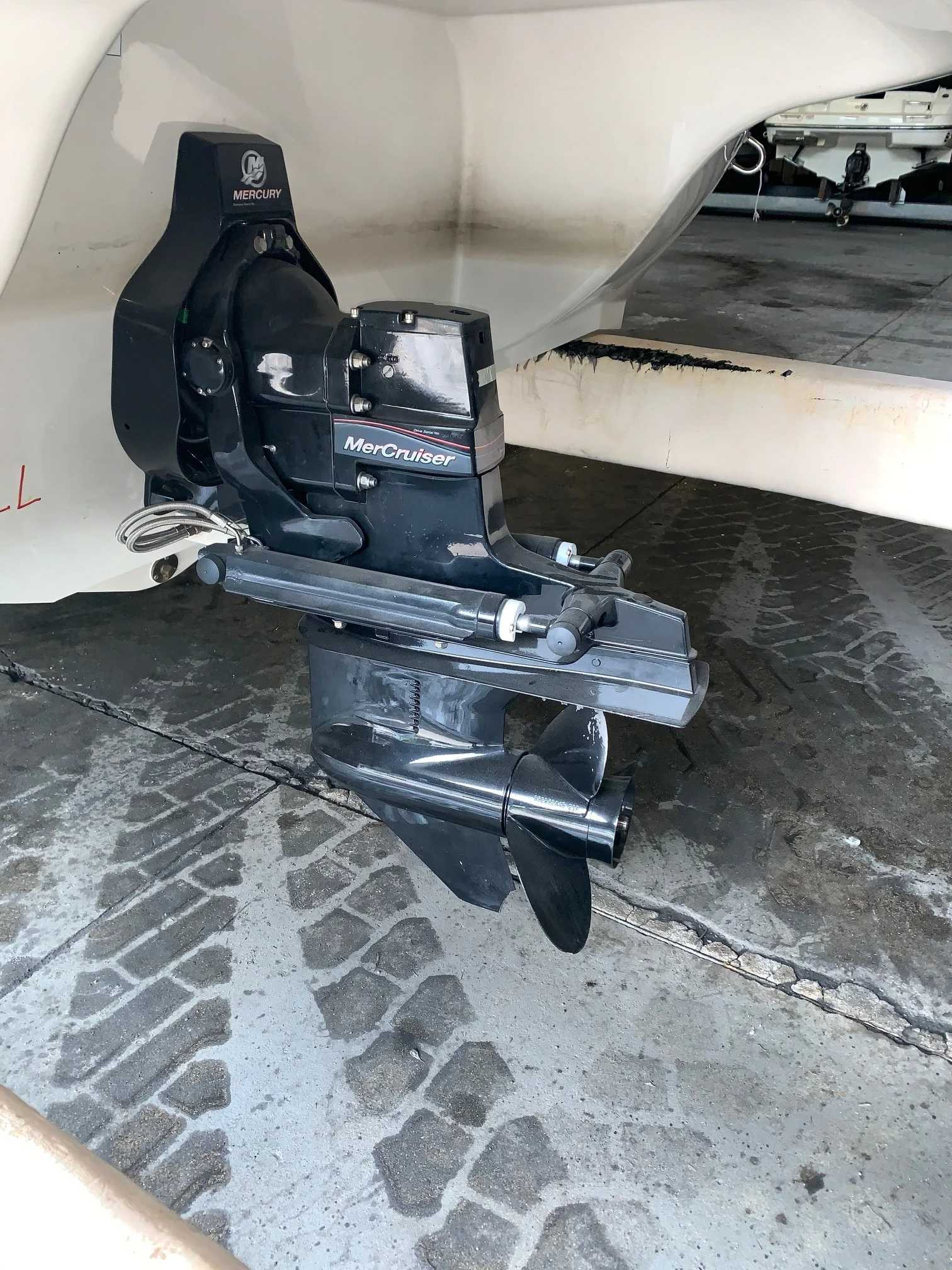 2015 Stingray boat for sale, model of the boat is 215lr & Image # 7 of 8