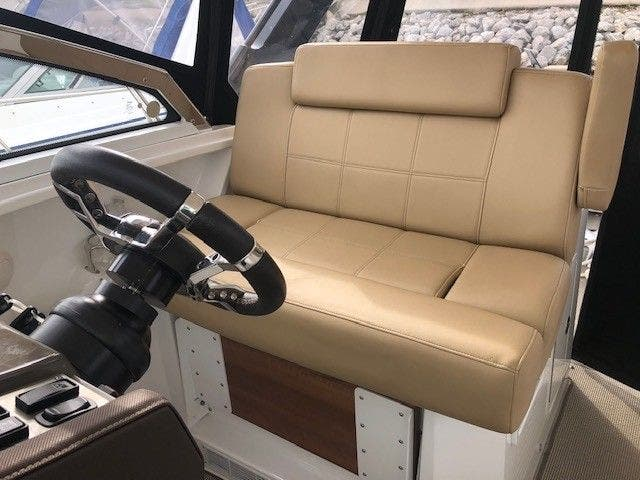 2016 Cruisers Yachts boat for sale, model of the boat is 390 EC & Image # 7 of 19