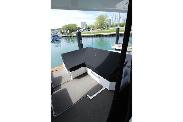 2016 Cruisers Yachts boat for sale, model of the boat is 390 EXPRESS & Image # 6 of 28