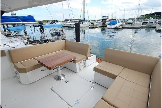 2016 Cruisers Yachts boat for sale, model of the boat is 390 EXPRESS & Image # 10 of 28