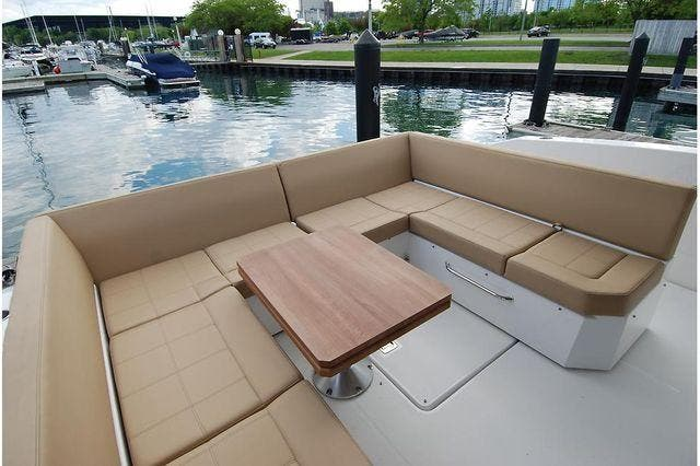 2016 Cruisers Yachts boat for sale, model of the boat is 390 EXPRESS & Image # 12 of 28
