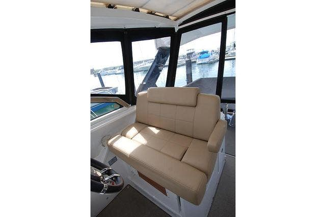 2016 Cruisers Yachts boat for sale, model of the boat is 390 EXPRESS & Image # 17 of 28