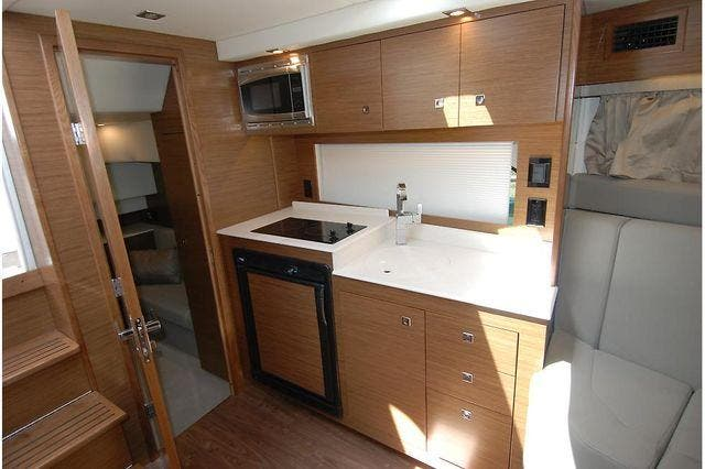 2016 Cruisers Yachts boat for sale, model of the boat is 390 EXPRESS & Image # 21 of 28