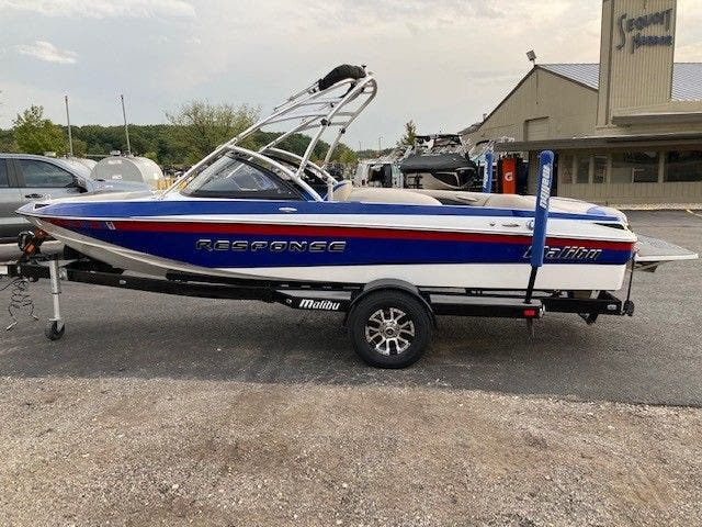 2016 Malibu boat for sale, model of the boat is 20 RESPONSE TXI & Image # 4 of 11