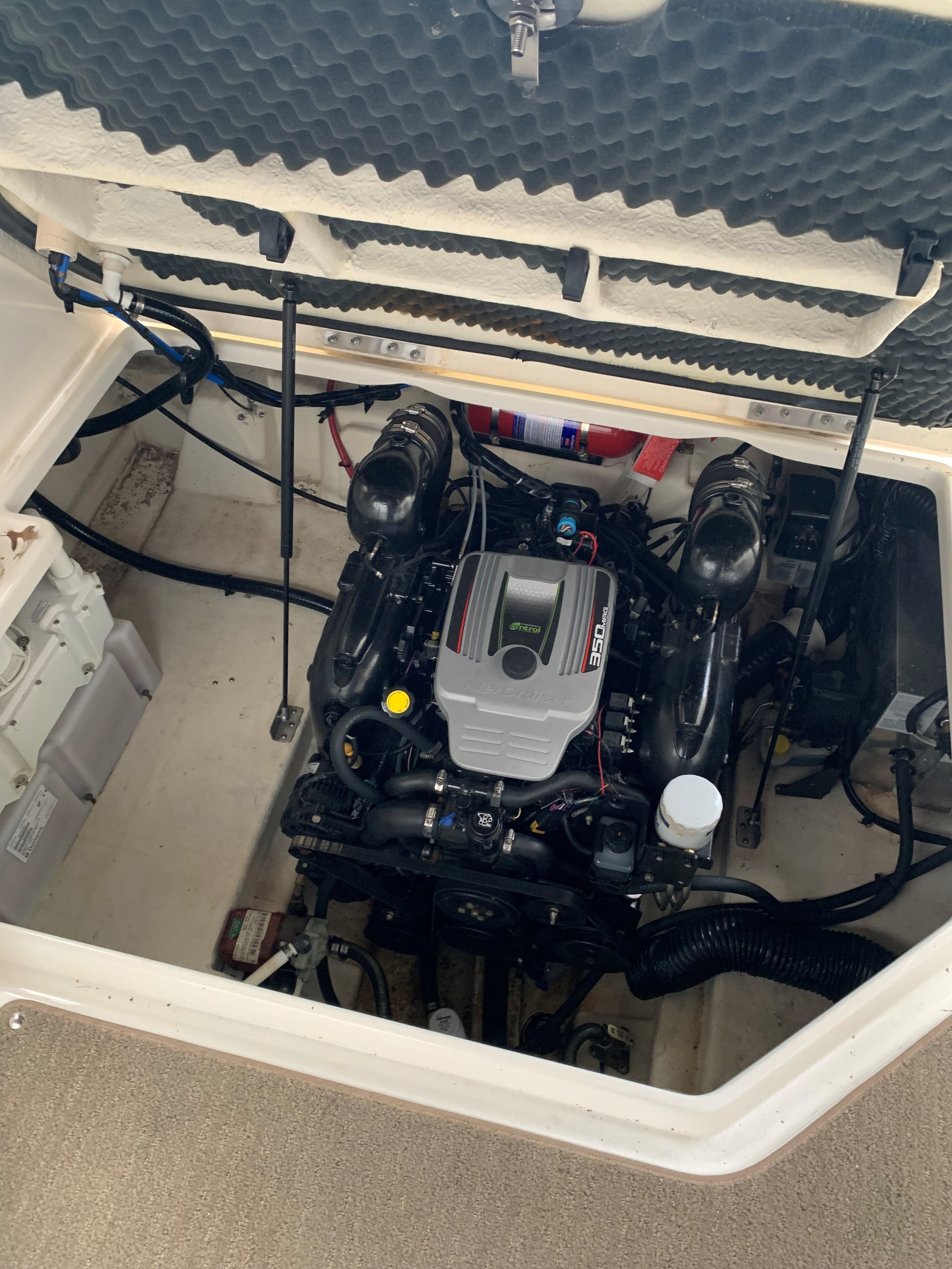 2016 Sea Ray boat for sale, model of the boat is 260 SUNDANCER & Image # 9 of 9