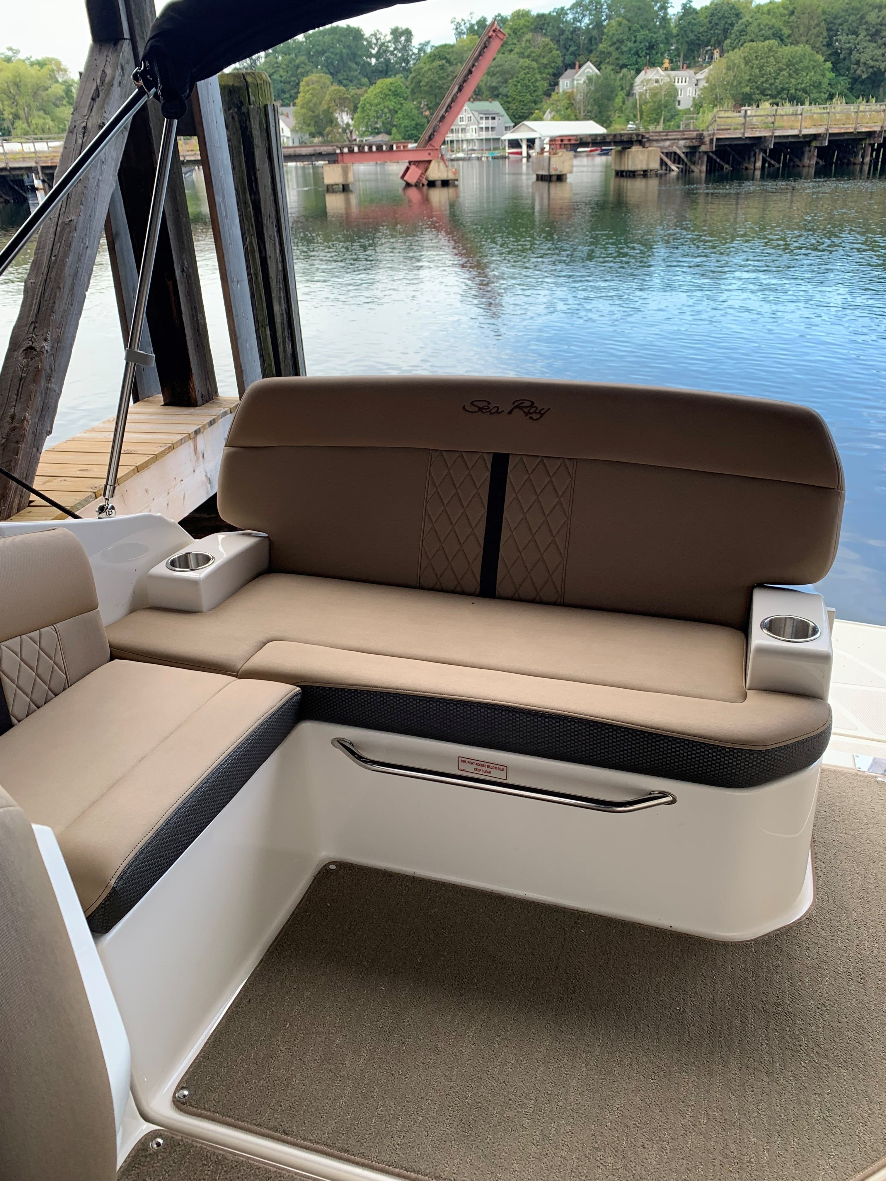 2016 Sea Ray boat for sale, model of the boat is 260 SUNDANCER & Image # 3 of 9