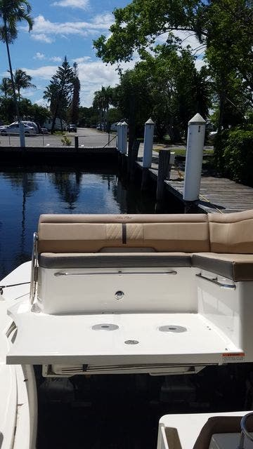 2016 Sea Ray boat for sale, model of the boat is 350 SUNDANCER & Image # 18 of 75