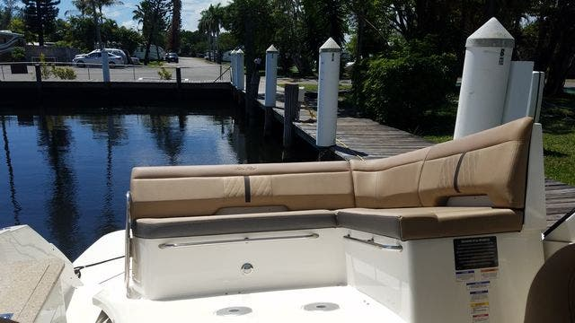 2016 Sea Ray boat for sale, model of the boat is 350 SUNDANCER & Image # 19 of 75