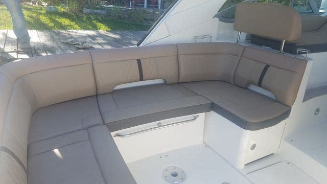 2016 Sea Ray boat for sale, model of the boat is 350 SUNDANCER & Image # 21 of 75