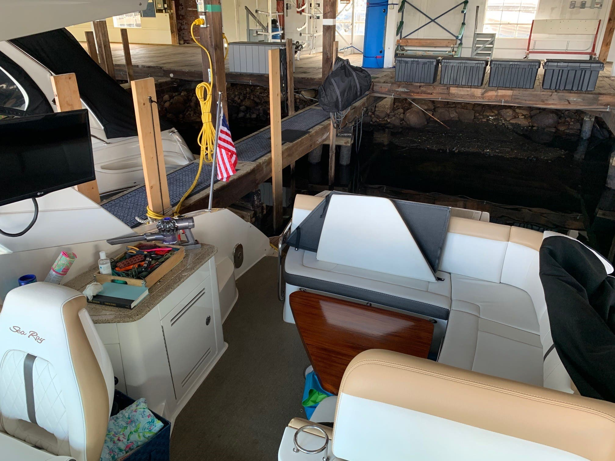 2016 Sea Ray boat for sale, model of the boat is 350 Sundancer & Image # 5 of 17