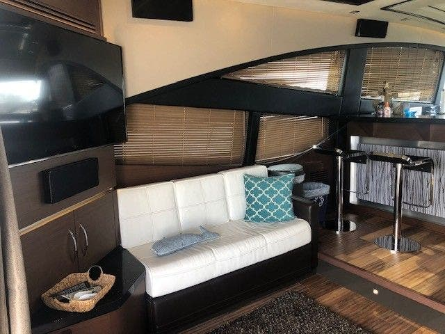2016 Sea Ray boat for sale, model of the boat is L650 EXPRESS & Image # 21 of 67