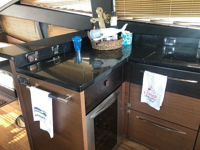 2016 Sea Ray boat for sale, model of the boat is L650 EXPRESS & Image # 29 of 67