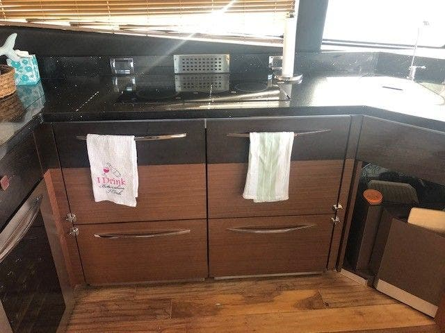 2016 Sea Ray boat for sale, model of the boat is L650 EXPRESS & Image # 30 of 67