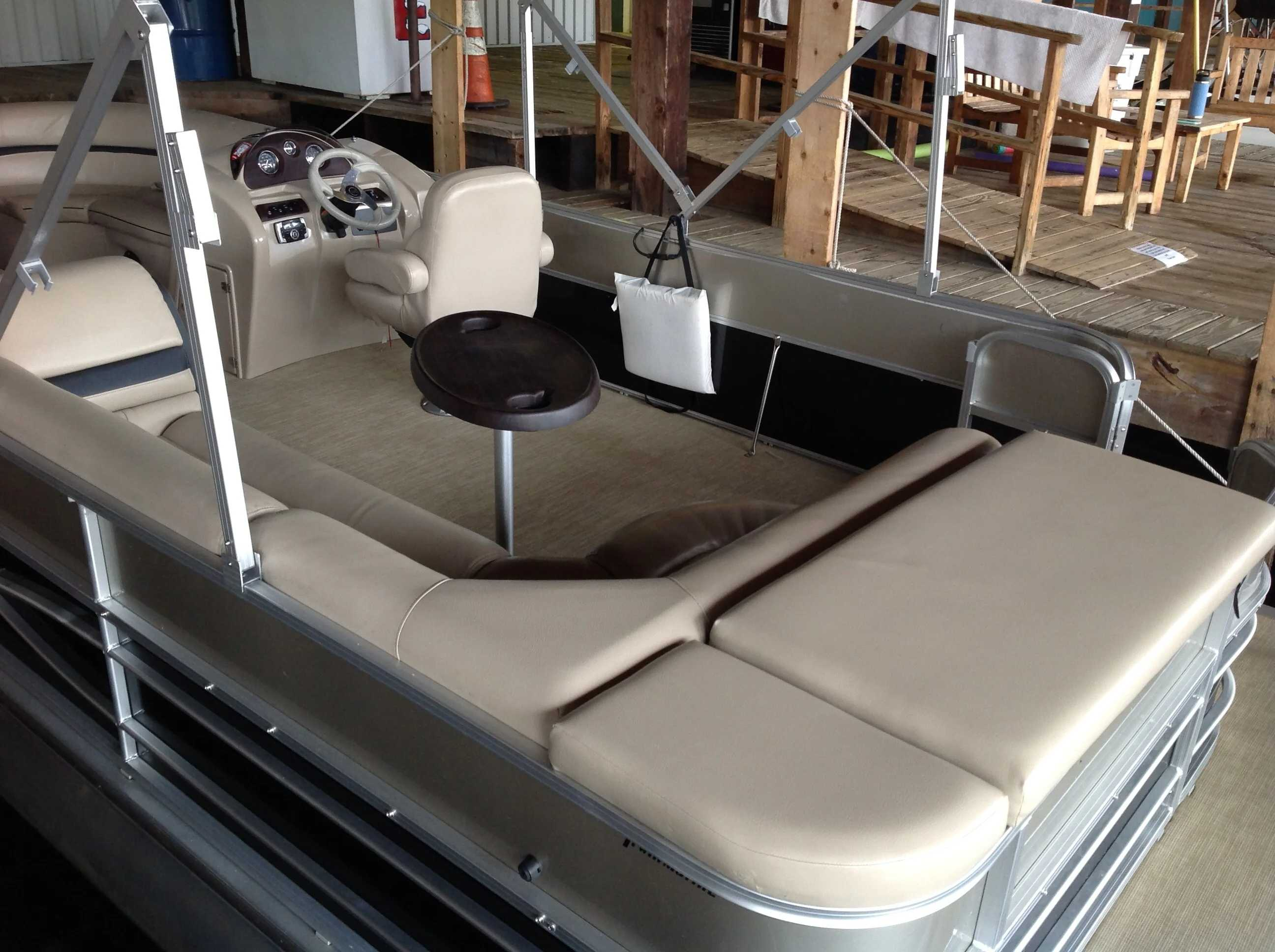 2017 Berkshire Pontoons boat for sale, model of the boat is 24cl Cts 2.75 & Image # 5 of 9
