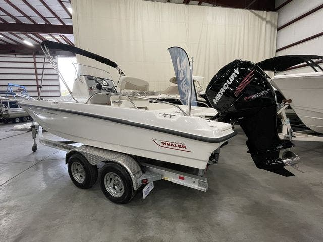 2017 Boston Whaler boat for sale, model of the boat is 210 DAUNTLESS & Image # 5 of 14