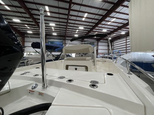 2017 Boston Whaler boat for sale, model of the boat is 210 DAUNTLESS & Image # 6 of 14