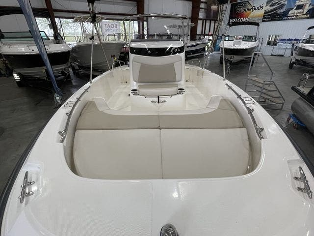 2017 Boston Whaler boat for sale, model of the boat is 210 DAUNTLESS & Image # 10 of 14