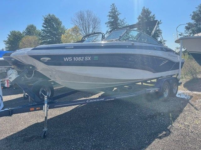 2017 Crownline boat for sale, model of the boat is E1 XS & Image # 5 of 21
