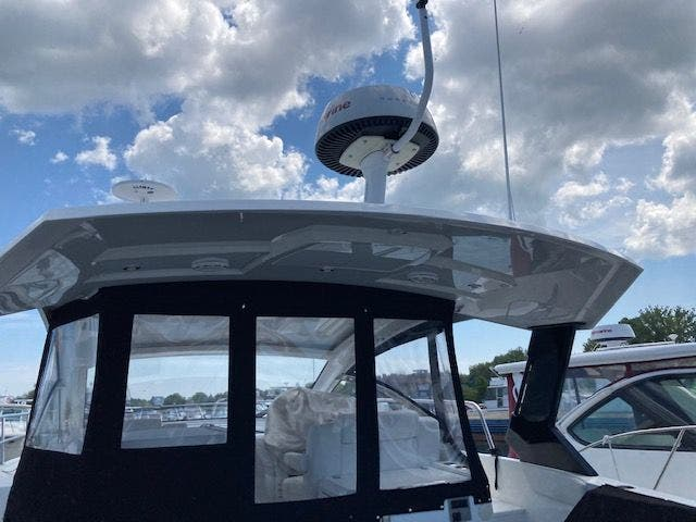 2017 Cruisers Yachts boat for sale, model of the boat is 390EXPRESSCOUPE & Image # 3 of 29