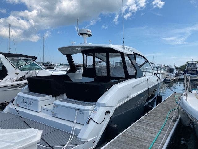 2017 Cruisers Yachts boat for sale, model of the boat is 390EXPRESSCOUPE & Image # 5 of 29