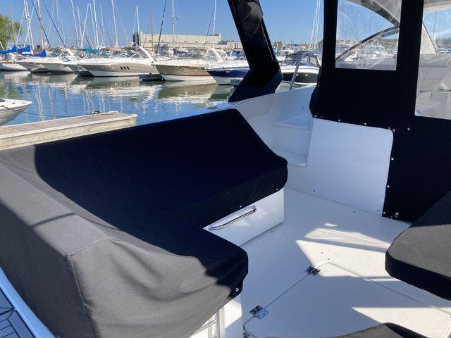 2017 Cruisers Yachts boat for sale, model of the boat is 390EXPRESSCOUPE & Image # 7 of 29
