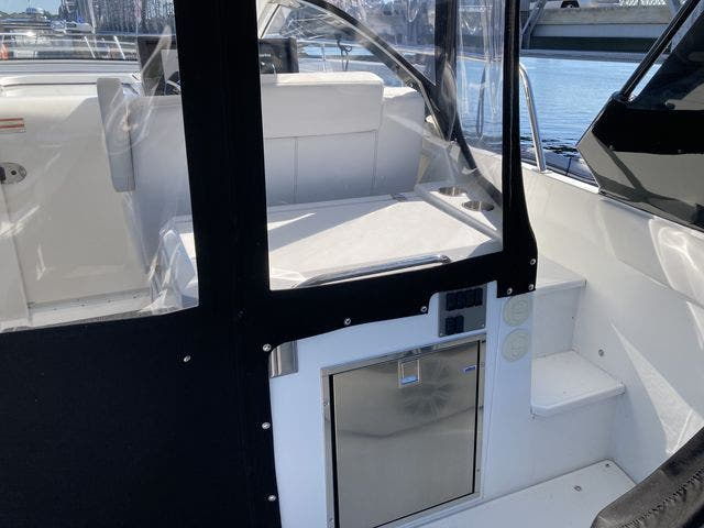 2017 Cruisers Yachts boat for sale, model of the boat is 390EXPRESSCOUPE & Image # 11 of 29
