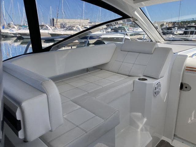 2017 Cruisers Yachts boat for sale, model of the boat is 390EXPRESSCOUPE & Image # 12 of 29