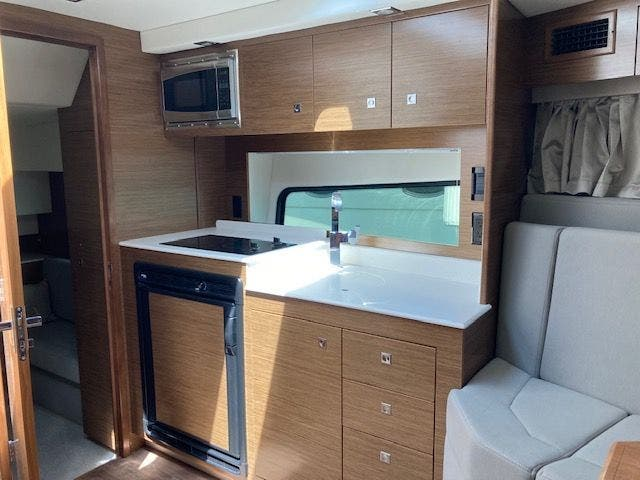 2017 Cruisers Yachts boat for sale, model of the boat is 390EXPRESSCOUPE & Image # 16 of 29