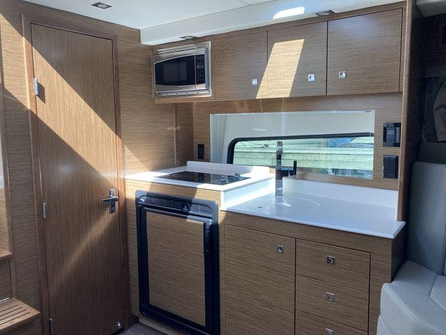 2017 Cruisers Yachts boat for sale, model of the boat is 390EXPRESSCOUPE & Image # 17 of 29