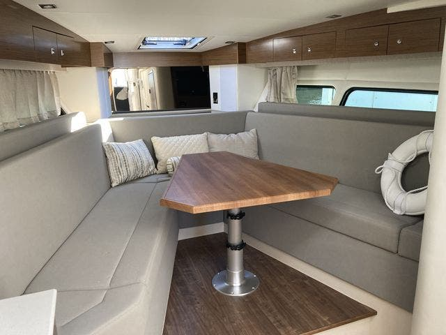 2017 Cruisers Yachts boat for sale, model of the boat is 390EXPRESSCOUPE & Image # 18 of 29