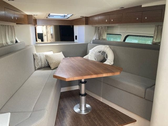 2017 Cruisers Yachts boat for sale, model of the boat is 390EXPRESSCOUPE & Image # 19 of 29