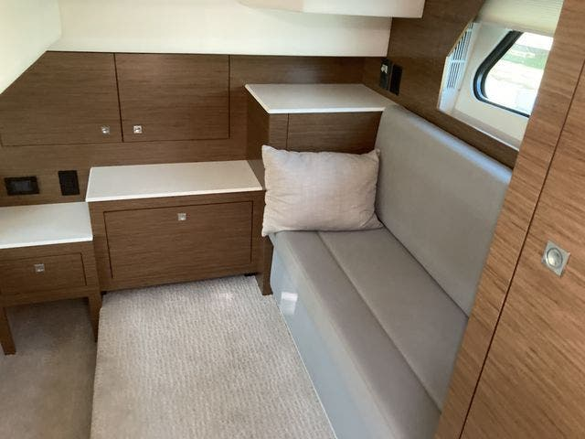 2017 Cruisers Yachts boat for sale, model of the boat is 390EXPRESSCOUPE & Image # 23 of 29