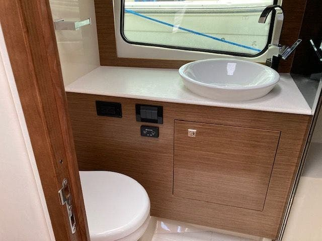 2017 Cruisers Yachts boat for sale, model of the boat is 390EXPRESSCOUPE & Image # 25 of 29