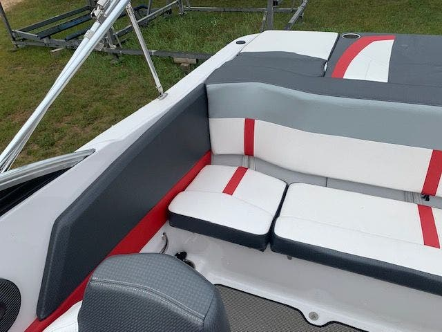 2017 Four Winns boat for sale, model of the boat is 200H/SS & Image # 4 of 12