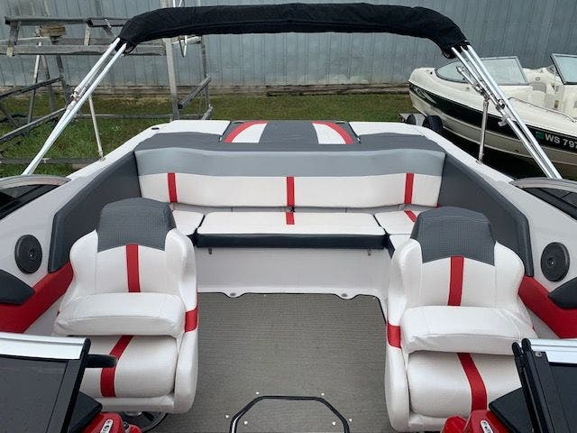 2017 Four Winns boat for sale, model of the boat is 200H/SS & Image # 5 of 12