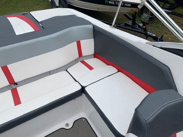 2017 Four Winns boat for sale, model of the boat is 200H/SS & Image # 6 of 12