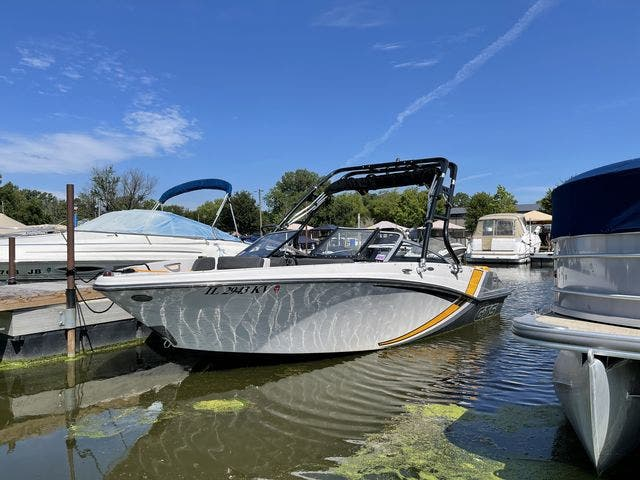 2017 Glastron boat for sale, model of the boat is 205 GTS & Image # 4 of 11
