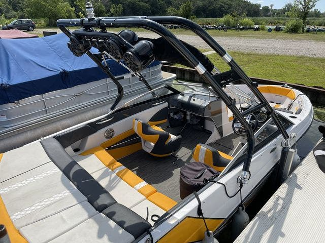 2017 Glastron boat for sale, model of the boat is 205 GTS & Image # 7 of 11