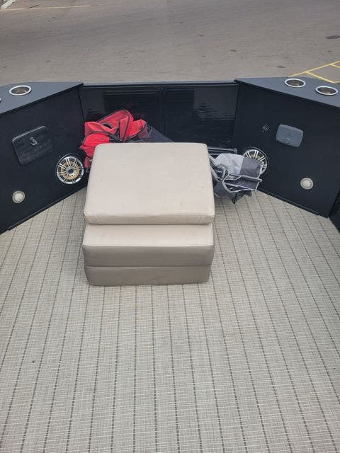 2017 Harris boat for sale, model of the boat is 260 SOLSTICE & Image # 5 of 20